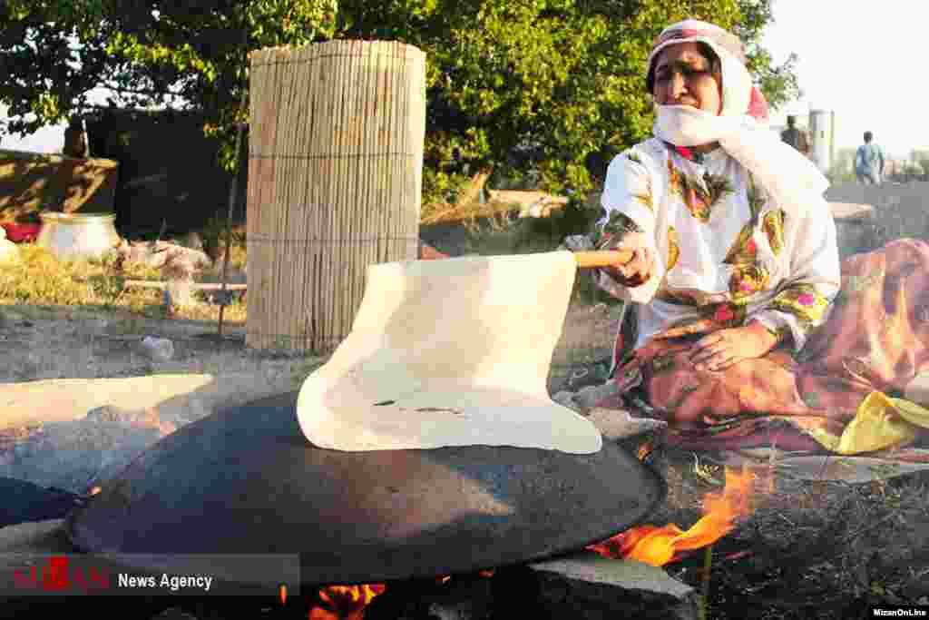 پخت نان به روش سنتی عکس: زهرا جعفری