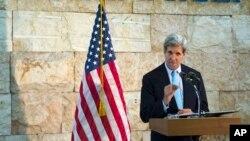美國國務卿克里6月30日在特拉維夫舉行記者會。
