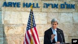 존 케리 국무장관이 30일 텔 아비브에서 기자회견을 열고 중동순방 결과를 설명하고 있다