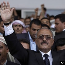 Yemeni President Ali Abdullah Saleh waves to his supporters during a rally in Sana'a (file photo)