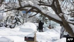 Một lượng tuyết cao từ 50 cho đến 100 centimét đã phủ kín mặt đất từ trận bão vào cuối tuần trước