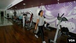 """Las instalaciones de """"Hard Candy Fitness"""" cuentan con máquinas deportivas de alta tecnología y con un salón especial para clases de yoga."""