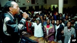 FILE: Zimbabwean pop star Thomas Mapfumo, a hero of Zimbabwe's liberation struggle, performs in Chitungwiza, south of Harare, Zimbabwe.