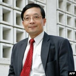 台湾政治大学教授李桐豪