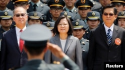台湾总统蔡英文2018年6月29日出席一个军校毕业典礼(路透社)
