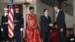 Na državničkoj večeri u Bijeloj kući: Prva dama Michelle Obama, kineski predsjednik Hu Jintao i američki predsjednik Barack Obama