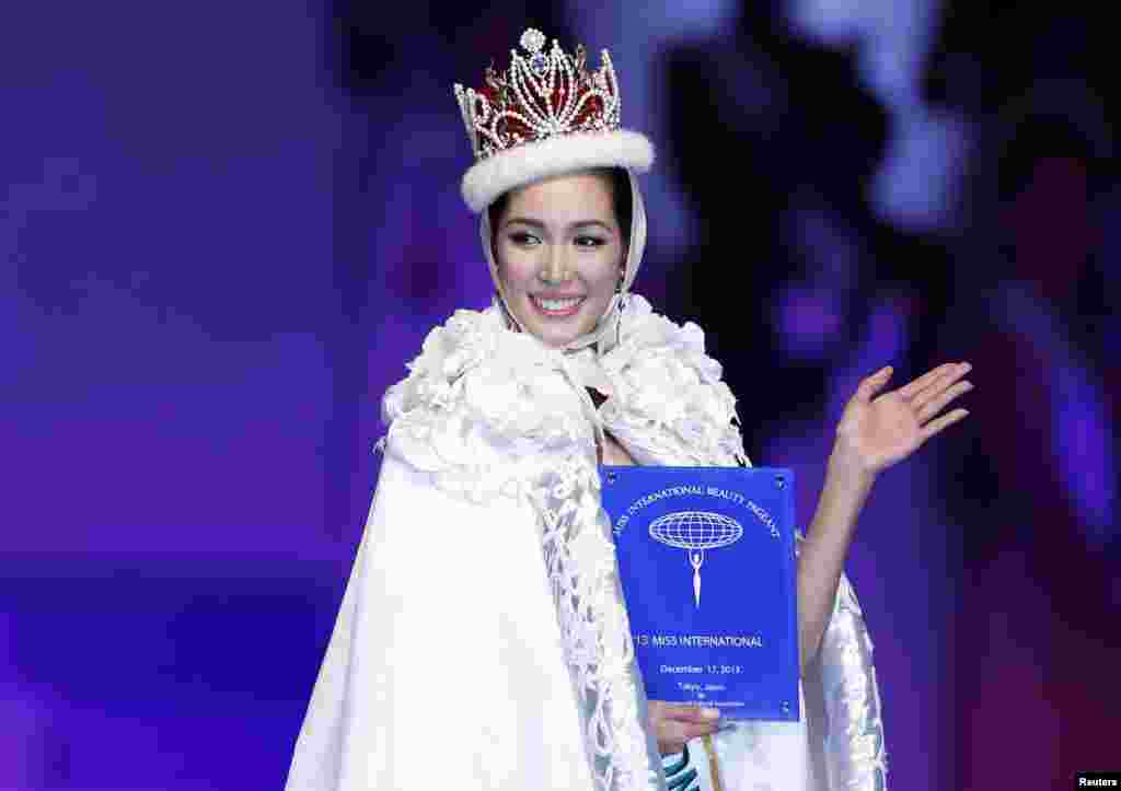 Miss International Bea Rose Santiago of the Philippines waves on stage after being crowned Miss International Beauty Pageant 2013 in Tokyo, Japan.