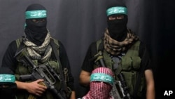 Masked Palestinian militants from Hamas attend a press conference in Gaza City , 25 Dec 2010