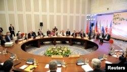 5일 카자흐스탄 알마티에서 유엔 안전보장이사회 5개 상임이사국과 독일의 회의 참가자들이 이란과의 협상을 준비하고 있다.