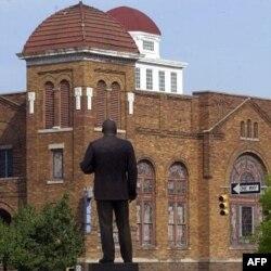 Alabama shtatidagi Birmingem shahrida Martin Lyuter King haykali