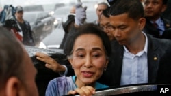 Myanmar Foreign Minister and State Counselor Aung San Suu Kyi leaves a meeting with migrant workers at the coastal fishery center of Samut Sakhon, Thailand, June 23, 2016.