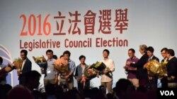 香港2016年立法會選舉3名自決派候選人高票當選 (美國之音 湯惠芸拍攝)