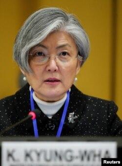 강경화 한국 외교장관이 27일 스위스 제네바에서 열린 유엔 군축회의에서 발언하고 있다.