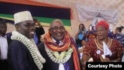 Le colonel Azali Assoumani célébrant sa victoire à la présidentielle de 2016