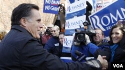 La prensa estadounidense ha ironizado la noticia y la suerte del padre de Romney, un inmigrante mexicano.