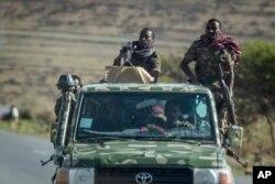 지난 5월 에티오피아 군인들이 북부 티그레이의 메켈레를 순찰하고 있다.