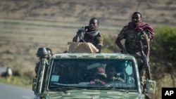 지난 5월 에티오피아 군인들이 북부 티그라이의 메켈레를 순찰하고 있다.