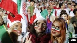 زنان در ورزشگاه آزادی تهران