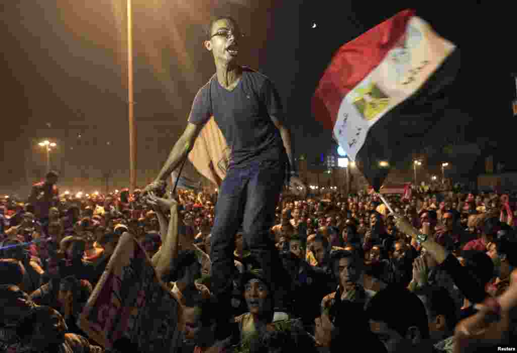 Egyptians protest against the Muslim Brotherhood and demand for the constitution to be dissolved in Cairo, October 19.