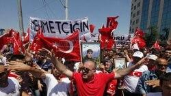 معترضان در استانبول علیه حزب کارگران کردستان شعار می دهند - ۱۷ ژوییه ۲۰۱۱