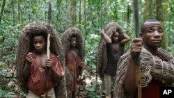 Quelques pygmées dans la réserve d'Epulu, dans l'Est de la RDC, 18 mars 2010.