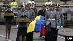 FARC tarafından idam edilen üç askerle polisin cenaze töreni