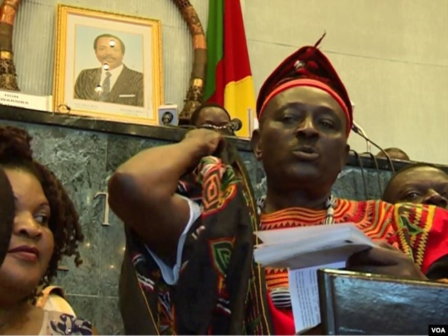 Opposition lawmaker Joseph Mbah Ndam is seen on the rostrum complaining about anglophone marginalization, in Yaounde, Cameroon, April 4, 2017. (M.E. Kindzeka/VOA)