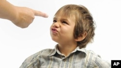 روان شناسان به این باور اند که باید در برخورد با کودکان نهایت حوصله مندی و درایت را به کار بست.
