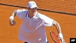 John Isner menjadi pahlawan bagi Tim Piala Davis AS yang berhasil melaju ke Semifinal mengandaskan tim Swiss dan Perancis.