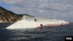 Los buzos retomaron las búsqueda en el Costa Concordia.