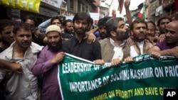 지난 달 인도 북부 스리나가르에서 인도와 파키스탄 간의 카슈미르 지역 분쟁 해결을 촉구하기 위해 열린 시위. (자료사진)