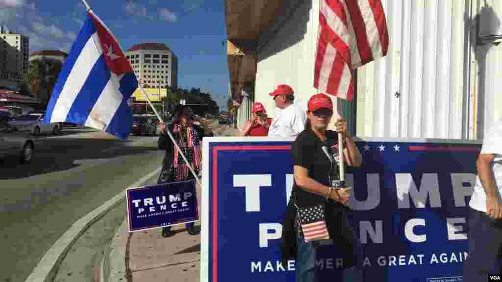 Manifestantes pro-Trump en Miami.[Foto: José Pernalete, VOA.]