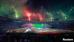 Burma menyelenggarakan pembukaan SEA Games ke-27 di stadion Naypyitaw dengan acara yang meriah, Rabu (11/12).