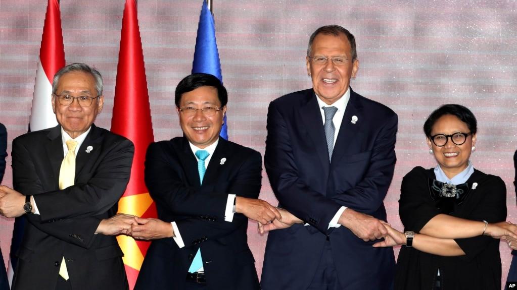 Phó Thủ tướng-Bộ trưởng Ngoại giao Việt Nam Phạm Bình Minh (thứ hai, từ trái sang) tại Hội nghị Bộ trưởng Ngoại giao ASEAN lần thứ 52 ở Bangkok, Thái Lan, ngày 31/7/2019.