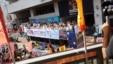 港府官员乘车到社区宣传政改方案(黄之锋 fb图片)