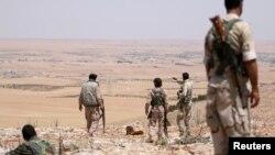 Suriya demokratik kuchlar (SDF) askarlari Manbij yaqinida. 2016-yil iyuni
