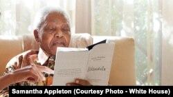L'ancien président de l'Afrique du sud Nelson Mandela, le 21 juin 2011. (Official White House Photo by Samantha Appleton)
