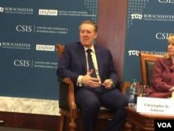 国际与战略研究中心高级顾问兼费和中国研究项目主任张克斯在研讨会上 (美国之音莉雅拍摄)