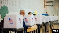 美国民众在大选日投票((美国之音晓歌拍摄))