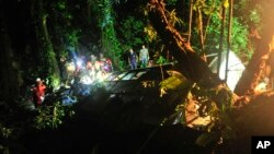 Rescue personnel work at the site where a tourist bus crashed killing at least 49 people, according to the the Santa Catarina State security secretary, near the city of Joinville, southern state of Santa Catarina, Brazil, March 14, 2015.