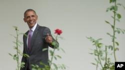 Shugaban Amurka Barrak Obama, bakin fata na farko da ya taba zama shugaban kasa. Jam'iyyar Deocrat ta tsayar dashi