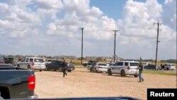 8월 31일 텍사스 오데사시에서 총기 난사 사건이 발생한 가운데 경찰이 시너지 오데사 극장에 도착했다.