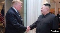 Tổng thống Trump và Chủ tịch Kim trong cuộc gặp ở Hà Nội hồi tháng Hai.