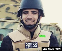 Iraklı gazeteci ve çevirmen Muhammed İsmail Resul, Vice News ekibinin kendisiyle birlikte gözaltına alınan İngiliz üyeleri serbest bırakılmasına rağmen hala Türkiye'de hapiste