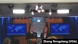 新任美国国防部发言人约翰·柯比和前发言人莎琪(美国之音张蓉湘)