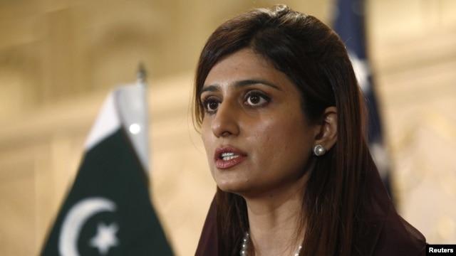 Menteri Luar Negeri Pakistan Hina Rabbani menyambut para delegasi peerta KTT negara-negara D-8 di Pakistan (Foto: dok).
