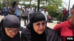 Familiares dos passageiros, Cairo, 19 de Maio