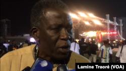 Cheick Omar Sissoko, cinéaste malien à la 26e édition du Fespaco à Ouagadougou, le 23 février 2019. (VOA/Lamine Traoré)