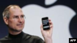 Stiv Džobs prilikom lično je svojevremeno predstavio revolucionarni mobilni telefon svoje kompanije Epl