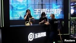 上海舉行的世界人工智能大會騰訊遊戲《王者榮耀》的展台。 (2021年7月8日)
